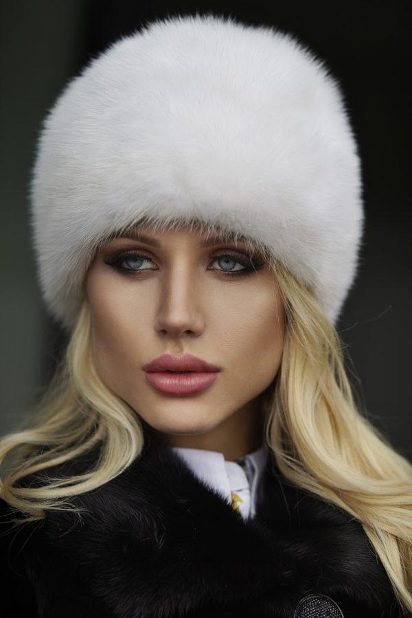 Biała czapka z pełnej norki model LN18