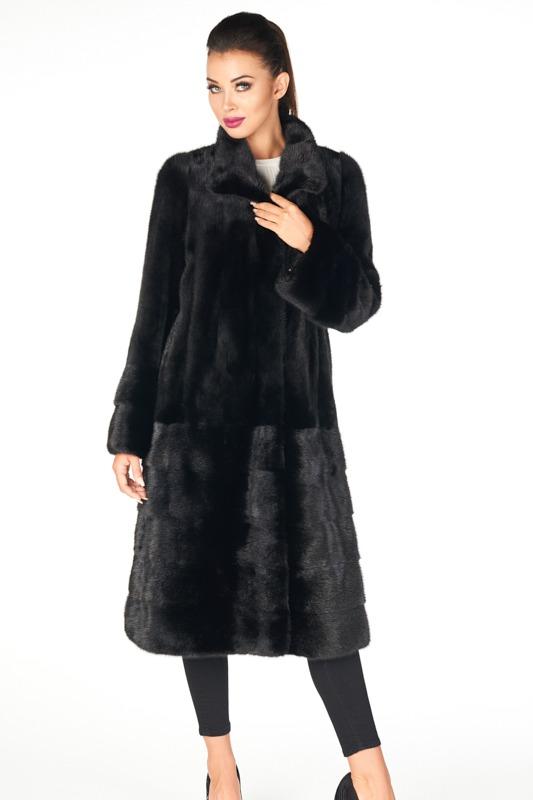 modne czarne futro